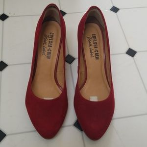 Chelsea Crew Black Label Red pumps, size 7